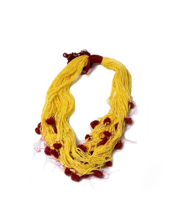 Collar textil amarillo orfebrería