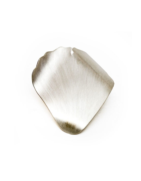 Prendedor de plata con forma de pétalo